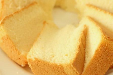 Златен пандишпанов кейк