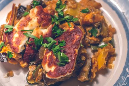 Запечена леща със зеленчуци и халуми по турски