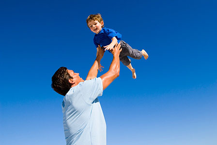 Мъжете, които отглеждат децата си, живеят по-дълго
