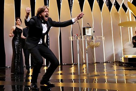 Шведският режисьор Рубен Йостлунд получи Златната палма