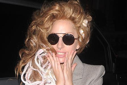 Лейди Гага страда от фибромиалгия