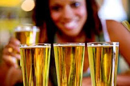 Пиенето ни помага да говорим по-добре чужди езици