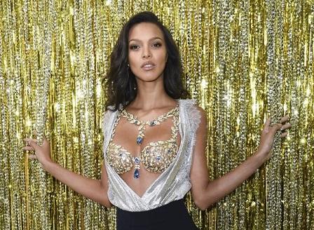 Бразилката Лаис Рибейро представи суперсутиена на шоуто на Виктория сикрет
