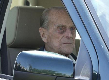 Първа публична поява на принц Филип след операцията