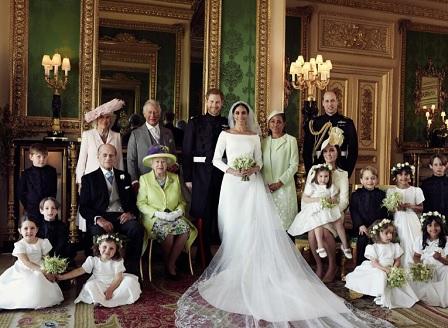 Първите официални портрети на принц Хари и Меган като семейство