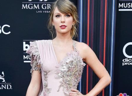 Тейлър Суифт открива Американските музикални награди