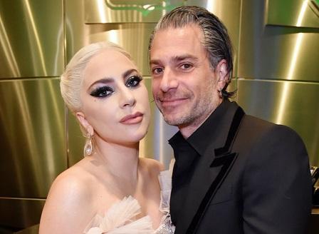 Лейди Гага само с мениджъра си на церемонията за