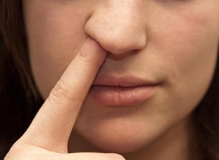 Сериозни здравословни причини, да не си бъркате в носа и да си ядете сополите