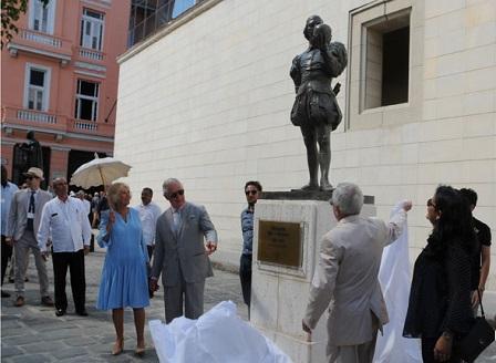 Принц Чарлз откри статуя на Шекспир и се разходи из Хавана