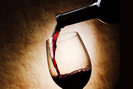 Чаша вино на ден държи доктора далеч