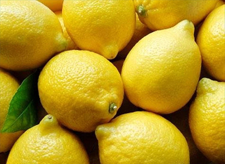 Естествено почистване на дома с лимони