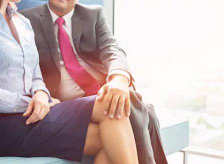 Ако накажат мъжа ви в службата, това може да е признак,че ви изневерява