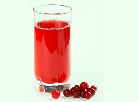 Сокът от червени боровинки помага в борбата с високото кръвно
