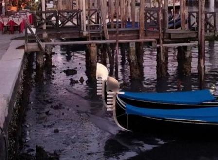 Каналите във Венеция пресъхнаха