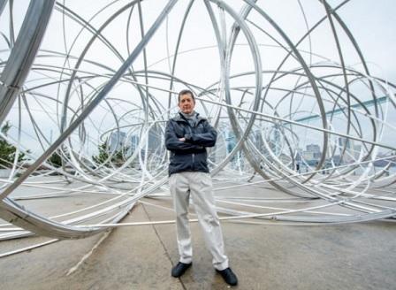 Ню Йорк е домакин на най-новата творба на британския скулптор Антъни Гормли