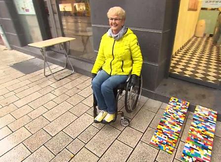 62-годишна германка създава рампи за инвалидни колички от конструкторни блокчета