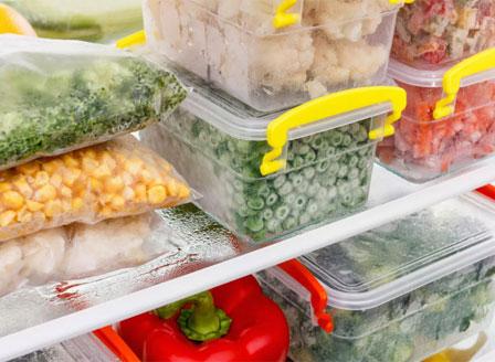 Коронавирусът вероятно се задържа върху замразени храни