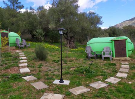 Къмпинг в Испания привлича туристи с бунгала във формата на дини