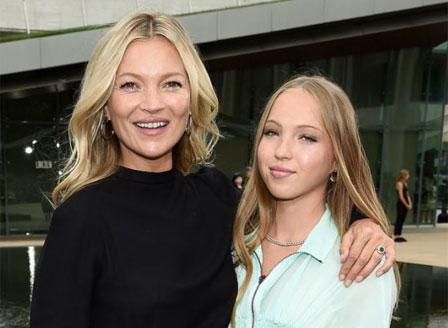 Дъщерята на Кейт Мос дебютира на модния подиум