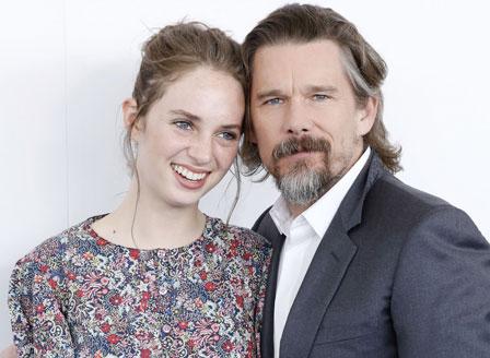 Итън Хоук и дъщеря му ще си партнират в романтична комедия