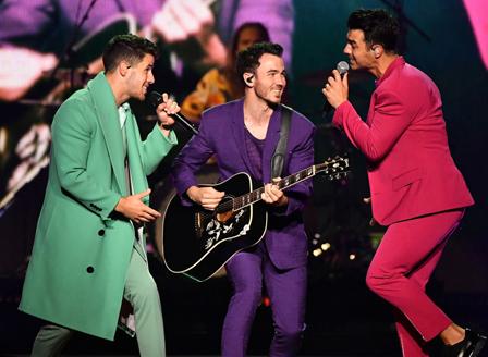 Jonas Brothers отново се разделиха
