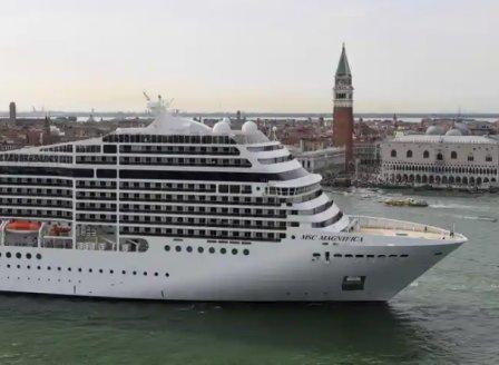 Големи круизни кораби вече няма да преминават през Венеция