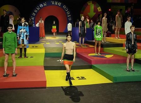 Модният гигант Dior отвръща с радикална промяна на коронавирусните сътресения (ВИДЕО)