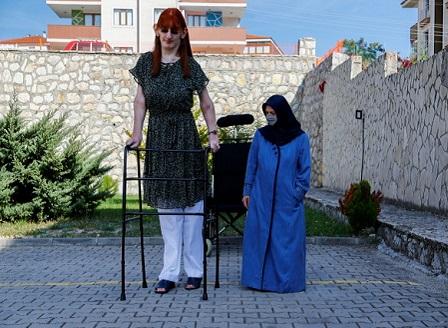 Туркинята Рюмейса Гелги e  най-високата жена в света